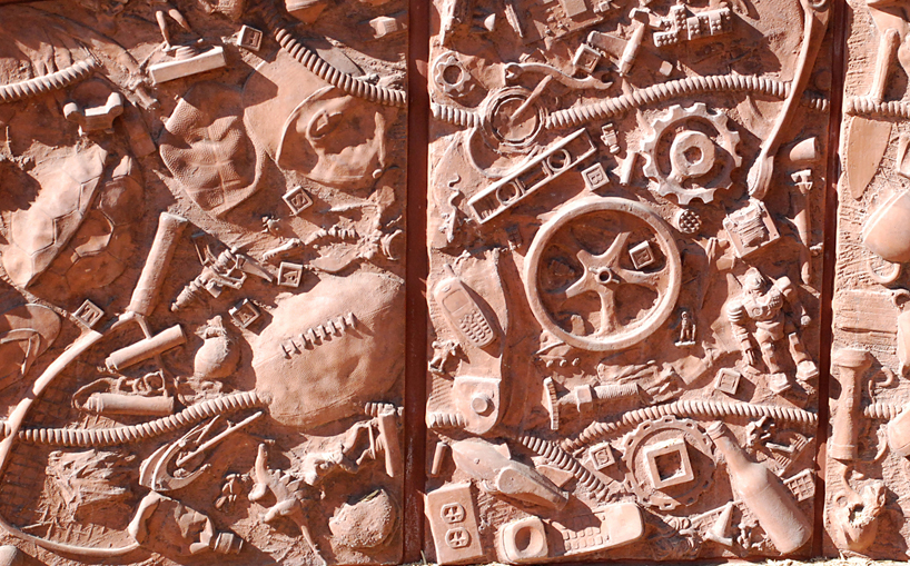 Photograph of Homage to Discarded Things up close